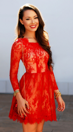 Hot Sale Red Lace Knee Length Cocktail Dresses Long Sleeves Crew Neckline Short Prom Gown