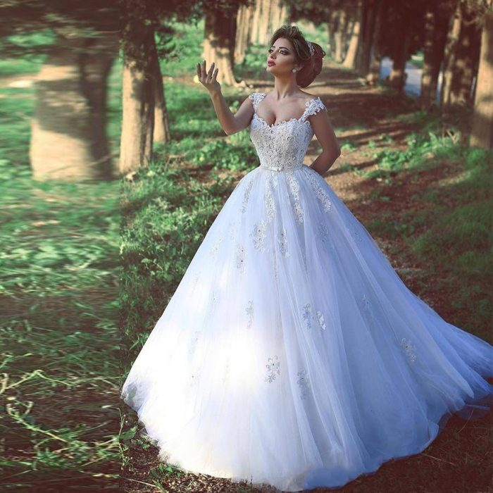 Spaghetti Straps Applique Lace White Tulle Ball Gowns Wedding Dress Crystals Bridal Dress vestid ...